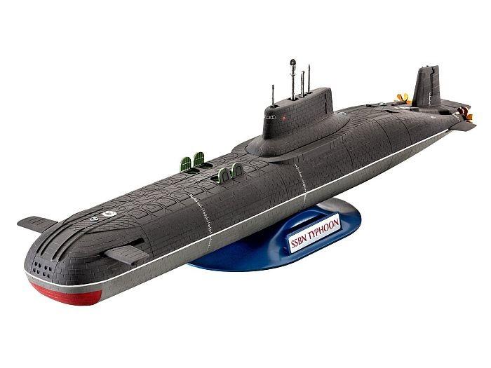 5138 Revell Soviet Submarine Typhoon Class